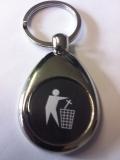 Kreuz in den Müll - Schlüsselanhänger aus Metall