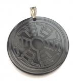 Amulett im Tierstil einer Zierscheibe (Kettenanhänger aus Horn)